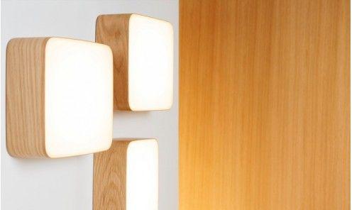 Applique murale design scandinave Cube, cadre cheên bouleau ou noyer, leds Osram nouvelle génération. Eclairage chaud. Luminaire pour couloir et espaces publics: Le Studio des Collections