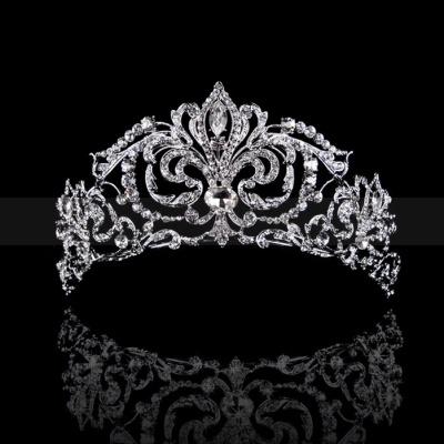 Brilliant Royal Bridal Tiara with Shining Rhinestones and Floral Design