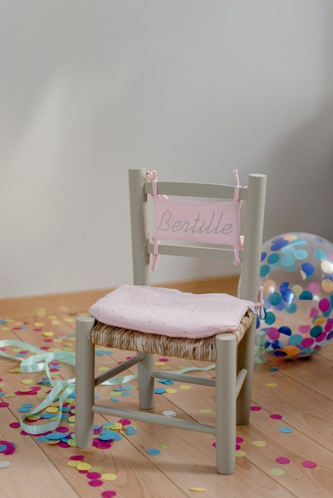 Chaise Bois Paille Chassis Galet Et Son Coussin Rose Pale A Pois Dores Ma Petite Chaise Chaise Bois Chaise Enfant Table Et Chaise Enfant Chaise Paille
