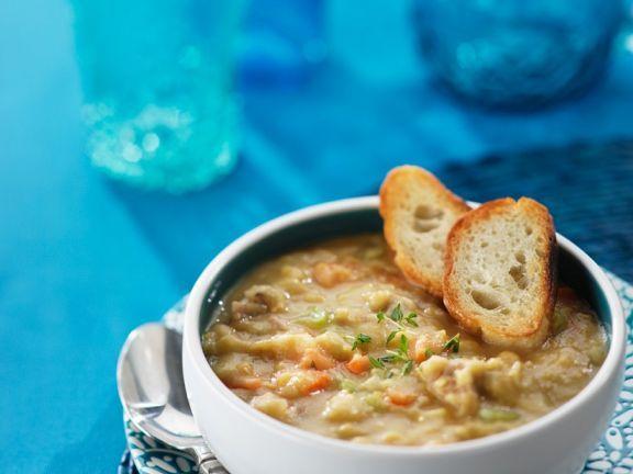 Schälerbsen-Eintopf ist ein Rezept mit frischen Zutaten aus der Kategorie Gemüsesuppe. Probieren Sie dieses und weitere Rezepte von EAT SMARTER!