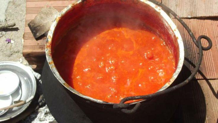 Bakraçta, odun ateşinde domates sosu yaptık. Büyüklük:  38,7 KB (Kilobyte)