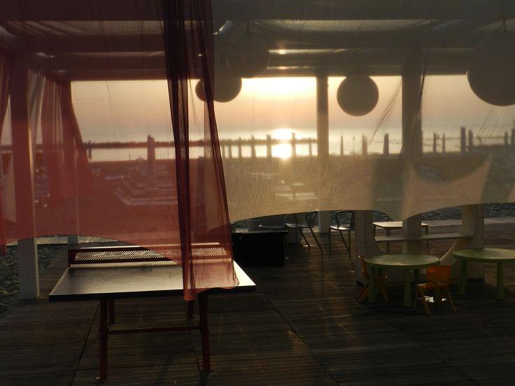 L'alba sulla spiaggia del Blu Suite impreziosisce l'atmosfera e regala a chi si sveglia presto delle foto molto suggestive!