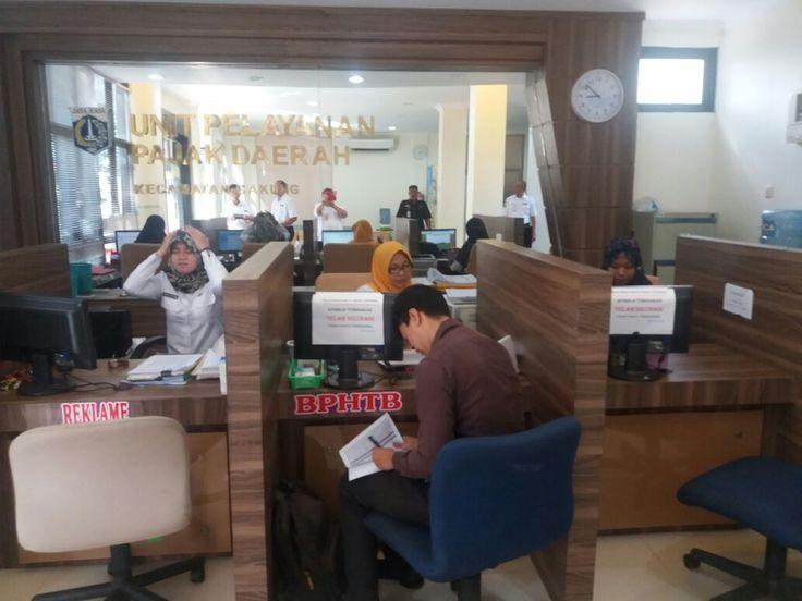 Suasana pelayanan di UPPD Cakung