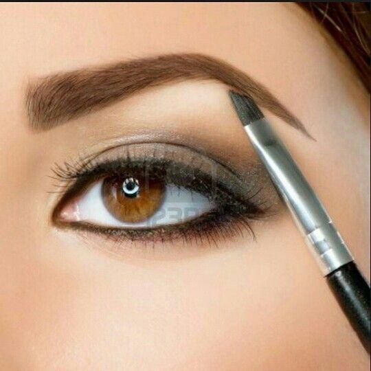 Con Brow definer tendrás un look muy natural y su aplicación toma solo segundos, te ayuda a balancear las imperfecciones como cicatrices y espaciados...