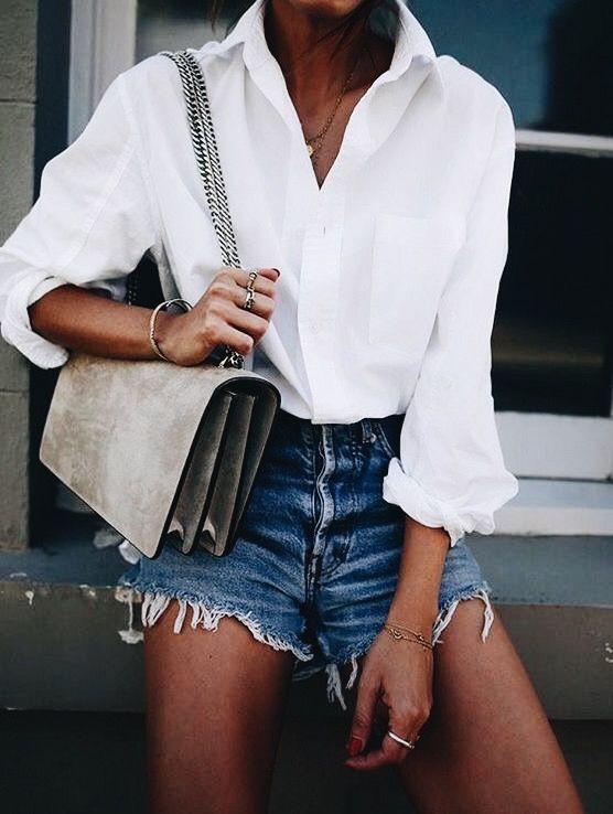e2babdbac8 Simple white shirt with denim shorts and chic gray handbag ...