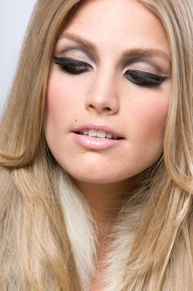 I'm currently OBSESSED with 1960s/early 1970s inspired makeup. LOVE the neutral eye colors with the HEAVY liner and mascara.