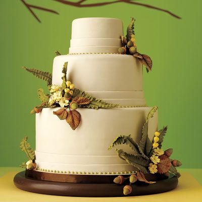 Sugar paste ferns, acorns and flower clusters bring a simple three-tier round cake back to nature.
