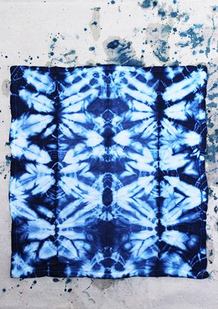 Super helpful Shibori Indigo Dye tutorial on HonestlyWTF. They showed several different binding techniques and all the different results look awesome!