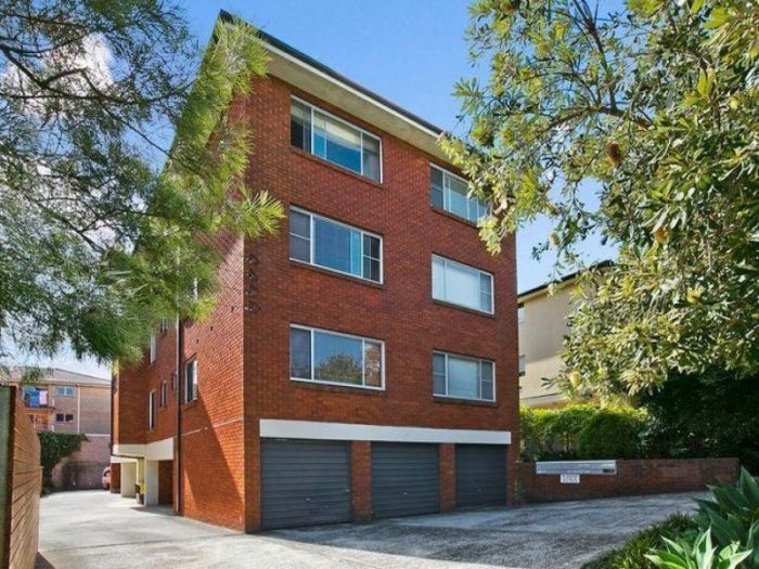 LJ Hooker Freshwater - For Sale - Unit 2/33 Dalley Street Queenscliff 2 Bed, 1 Bath, 1 Car For Sale: Offers over $630,000 Great First Home or Investment - Contact John 0419221002 http://freshwater.ljhooker.com.au/WZSGMF/2_33-dalley-street-queenscliff