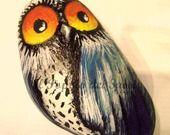 Gufo dell' Oceano 1 sasso dipinto a mano idea regalo portafortuna : Dipinti di ilpopolodeisassi. My new owl of the Ocean...now flying to alittlemarket.it