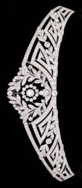 A BELLE EPOQUE DIAMOND TIARA, CIRCA 1915. Designed as an old European-cut diamond tapered garland band with geometric motif and collet detail (accompanied by an additional diamond tiara fitting and additional band. #BelleÉpoque #tiara