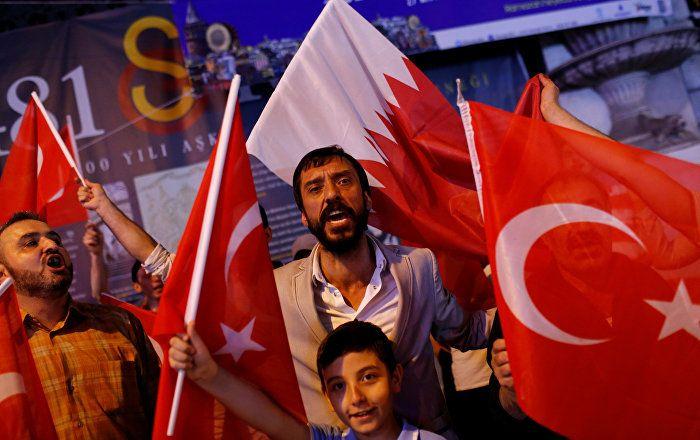 Sputnik Türkiye ///  Soli Özel: Türkiye'ye Katar'a benzer bir mektup vermeleri onların haddi değil