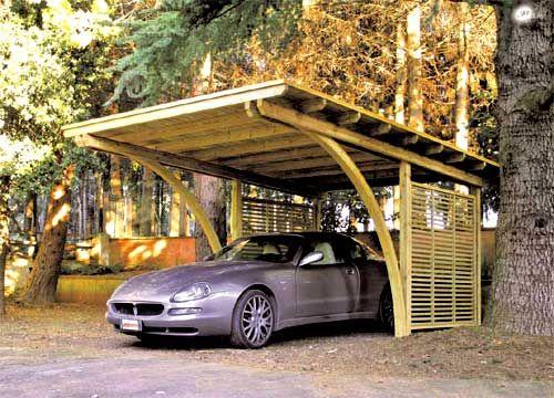 Pergola auto din lemn. O solutie pentru protejarea autoturismului de factorii de mediu nefavorabili.