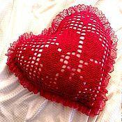 Для дома и интерьера ручной работы. Ярмарка Мастеров - ручная работа Красные кружева любви Подушка вязаная декоративная. Handmade.