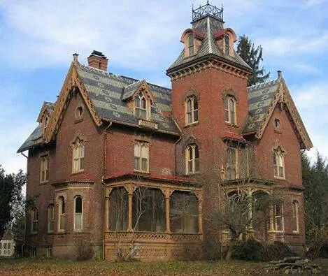 Old Victorian house that I'd love to fix up. How can someone just walk away from this beauty?