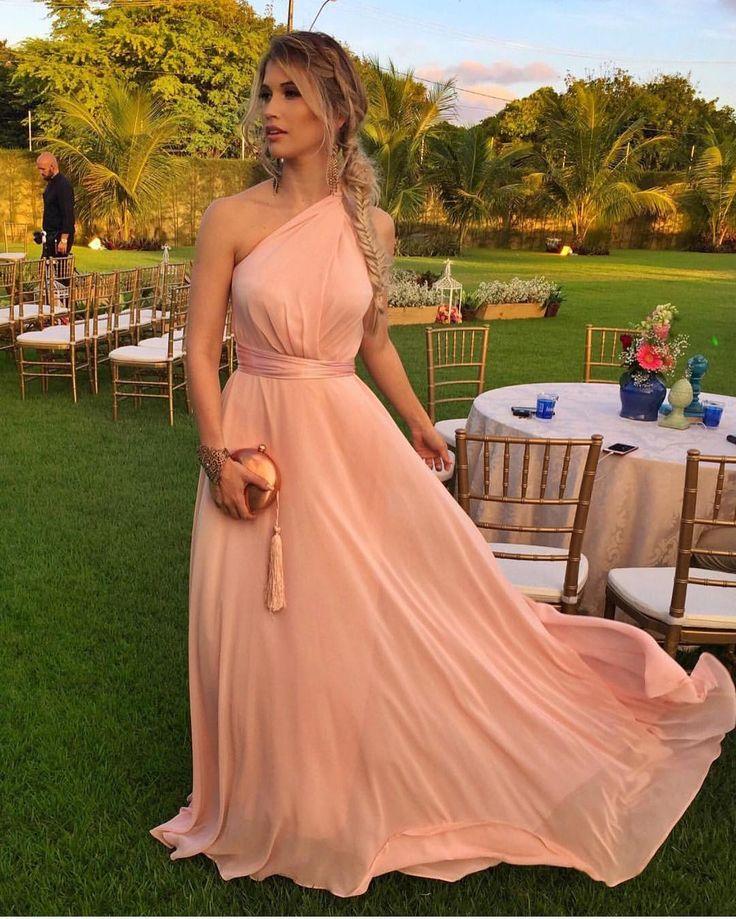 """18 mil curtidas, 107 comentários - O Universo das noivas (@ouniversodasnoivas) no Instagram: """"Seguindo a tendência do Rosê... olha que lindooo esse vestido! O que acharam? . #universodasnoivas…"""""""