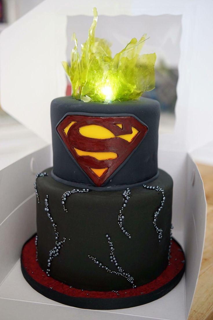 25+ best ideas about Superman cakes on Pinterest ...