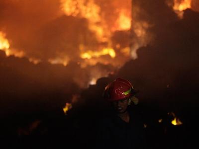 Fire at Bangladesh clothing factory kills at least 121 (VIDEO, PHOTOS)