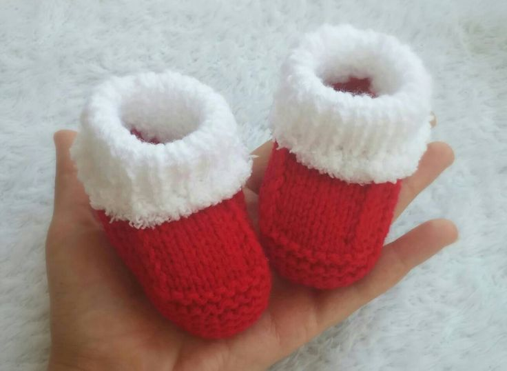 Knitting Santa baby booties-Babbucce neonato Natale ai ferri- Calzini neonato- Newborn socks di Danylab su Etsy
