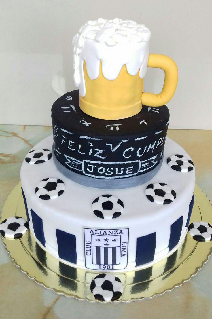Torta personalizada Alianza Lima ...efecto pizarra y chopp...de ron con pasas. Maricarmen's cakes Ate. 991526566.
