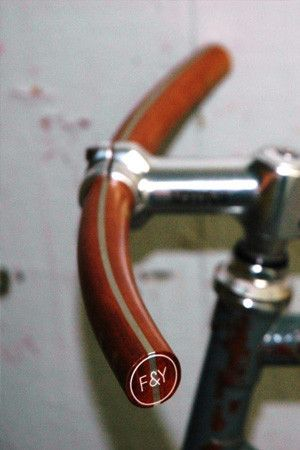 """F&Y """"Les Classiques"""" Curved Handlebar – Everett Gray - Made in Montreal"""