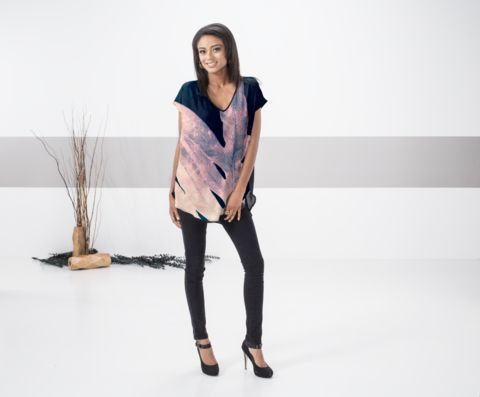 Satin Fern on Navy: What a beautiful product!  Buy 1 get 1 free for black friday by HSN artist @anoellejay @shopvida  This beautiful, flowing top features dolman sleeves, a flattering V-neck and a hi-low silhouette. It will be your new go-to top this season and all year long! Pair it with your favorite tapered pants or skinny jeans for an effortless, day-to-night look.