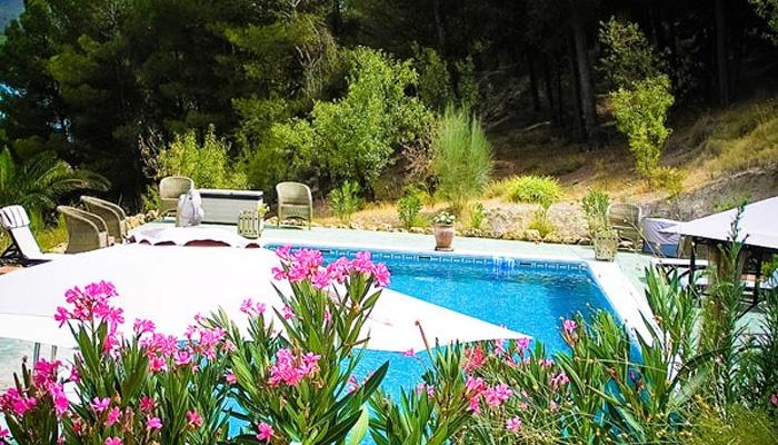 Relaxen aan het prive zwembad
