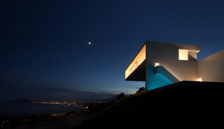 Fran Silvestre Arquitectos. House on the Cliff   #FranSilvestreArquitectos #HouseOnTheCliff #Architecture #Arquitectura #Design #InteriorDesign #Spain #White