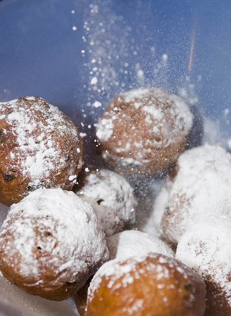 oliebollen! wonder if this dough is similar to funnel cakes...