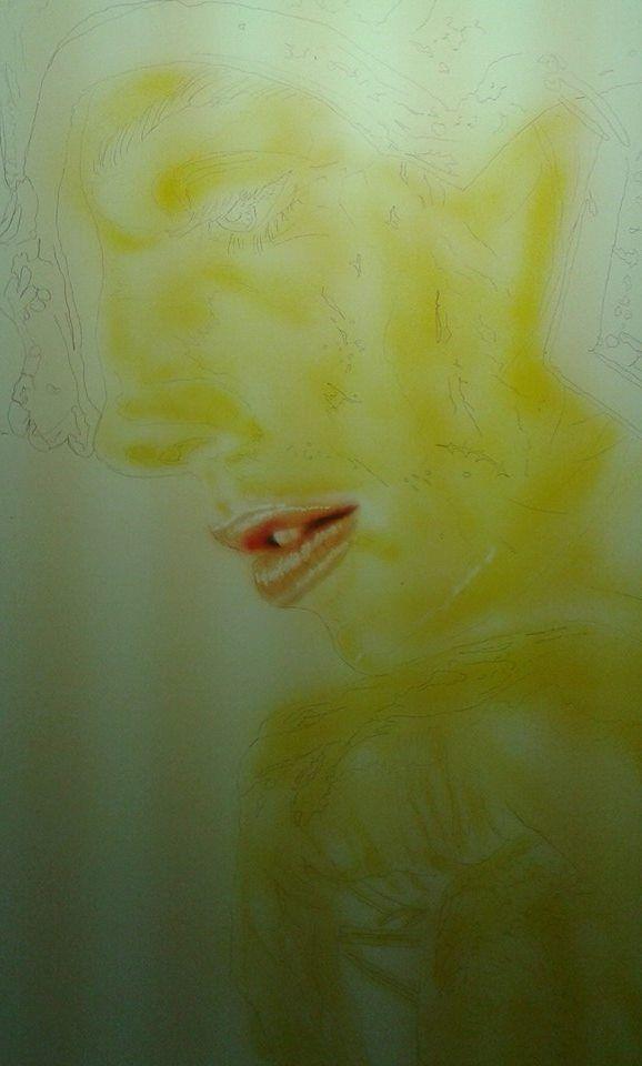 tracciato il disegno a matita - comincio con il giallo ocra sulla pelle - rosa -arancione - marrone sulla bocca