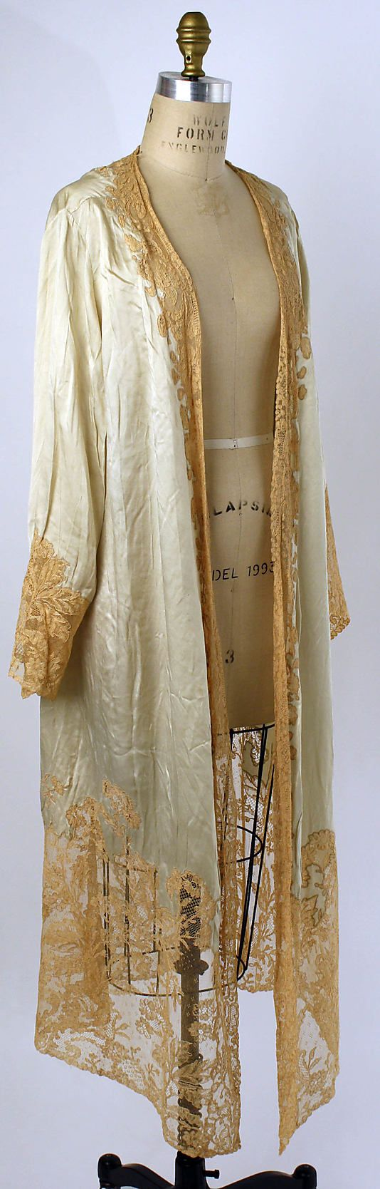 Dressing Gown  Date: 1920s  Culture: American or European  Medium: silk, cotton