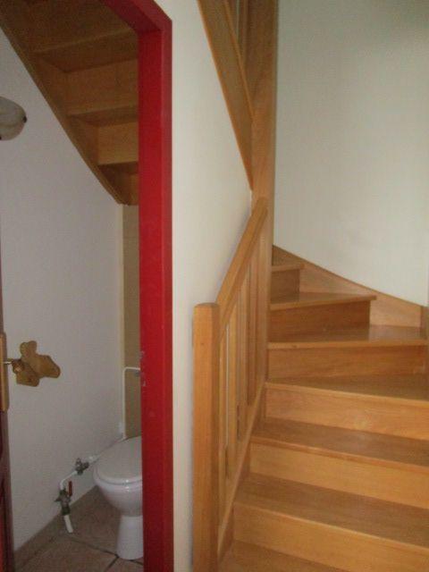 les 13 meilleures images du tableau wc sous escalier sur pinterest salle de bains escaliers. Black Bedroom Furniture Sets. Home Design Ideas