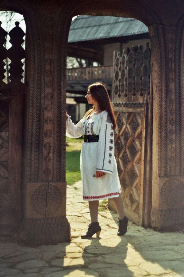 Simona Moon - Muzeul Satului Bucuresti