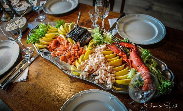"""Kennt Ihr das nordische #Krabbenfest? In unserem neuen Blogartikel erzählen wir ein bisschen über die traditionellen """"#Rapujuhlat"""". Sowas tolles ließe sich auch leicht in einem deutschen Haushalt organisieren  #KalevalaSpirit #Finnland"""