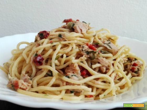 Spaghetti con tonno e capperi  #ricette #food #recipes