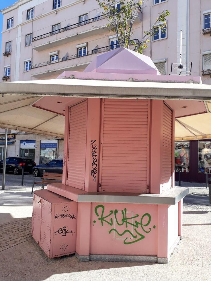 Quiosque na Avenida de Roma Lisboa Portugal de Aida