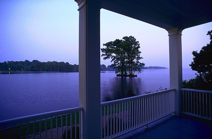 """Known as the """"South's Prettiest Small Town,"""" Edenton is featured in the Nicholas Sparks novel """"The Rescue."""" Visit this quaint coastal town to explore North Carolina's rich colonial and maritime history."""