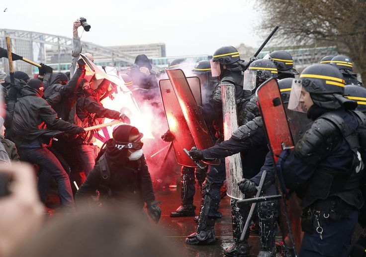 #HTE Months-long Protests and Strikes in France Over Labor Law Changes (31 photos) Since March a series of prote