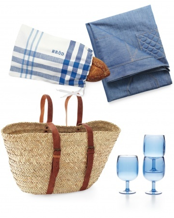 Love the market/beach backpack & bread pouch - Martha Stewart Living's Summer Meals To Go