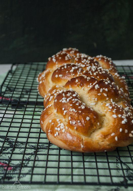 German Easter Bread with Coarse Sugar - Mein liebster Osterzopf! Einfach nur mit Hagelzucker und schon ist er perfekt.