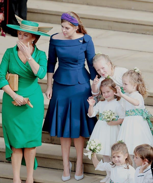 Sarah Ferguson Princess Beatrice And The Bridesmaids And Page Boys Princess Charlotte And Prince George Wave Bye To Princess Euge Vestidos Casamentos Realeza