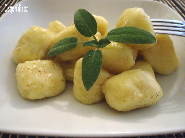 Gnocchi di patate ripieni ai formaggi - ricetta primo piatto per Natale