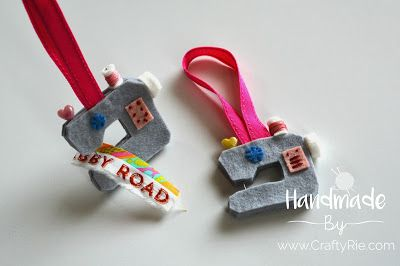 Sewing machine ornaments. http://www.craftyrie.com/2017/12/sewing-machine-ornaments.html