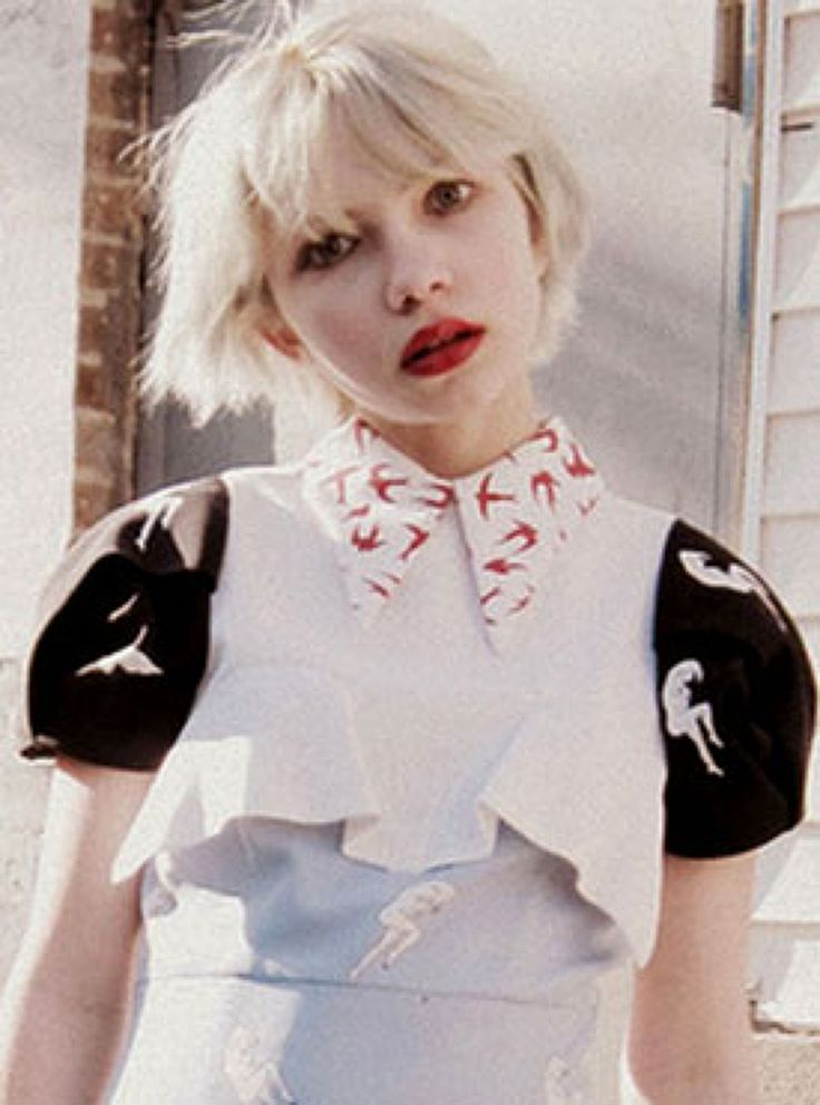 Tavi Gevinson, www.thestylerookie.com, la niña que lo escribe desde los once años y que hoy, a sus diecisiete, es la editora de su propia revista, Rookie, y una de las voces más respetadas en el mundo de la moda.