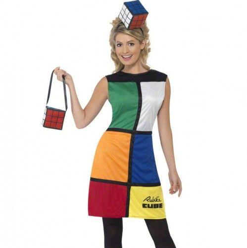Rubiks kubus jurk voor dames. Deze unieke Rubiks kubus jurk wordt geleverd met bijpassend tasje en hoofdband. De lengte van de jurk in maat S is 60 cm, gemeten vanaf onder de arm.