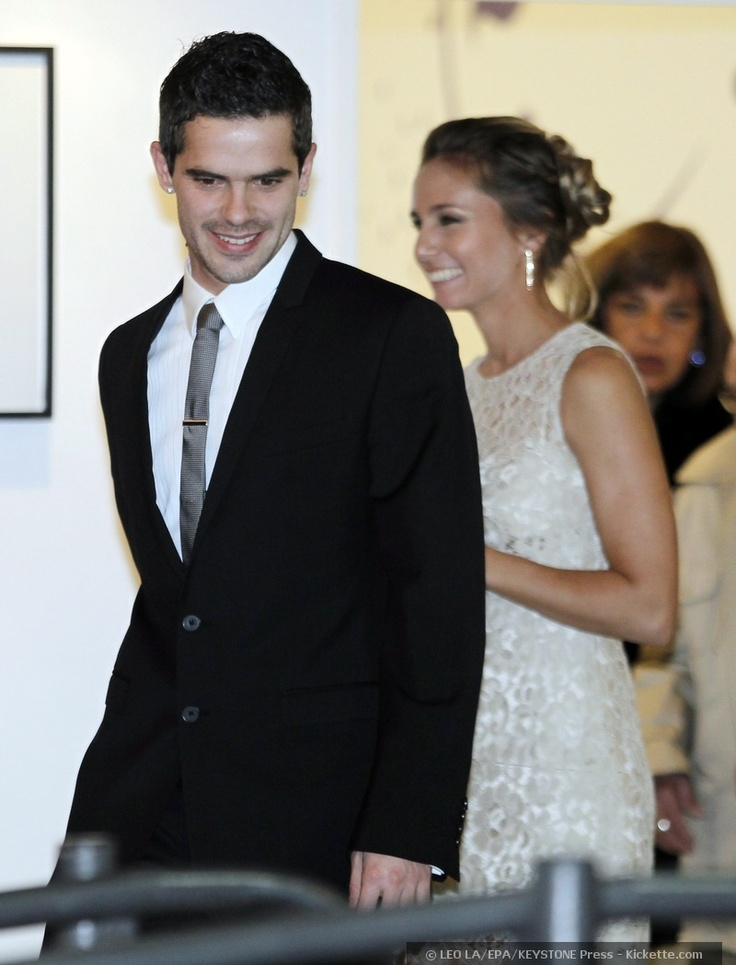 Argentina international and Real Madrid midfielder, Fernando Gago, and his lady love, tennis pro Gisela Dulko, tied the knot on July 2011 in the Palermo district of Buenos Aires, Argentina. Both went for simple wedding day dress statements for their low-key civil ceremony.