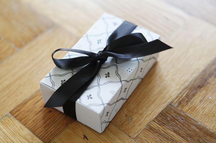 DIY: gift box (free printable template)