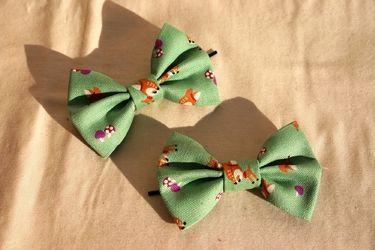 Bambis auf grün: 2 Haarschleifen, Haarklemmen