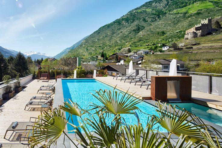 Sky-Spa Wellnessbereich über den Dächern von Naturns mit 360° Panoramablick auf die umliegende Bergwelt
