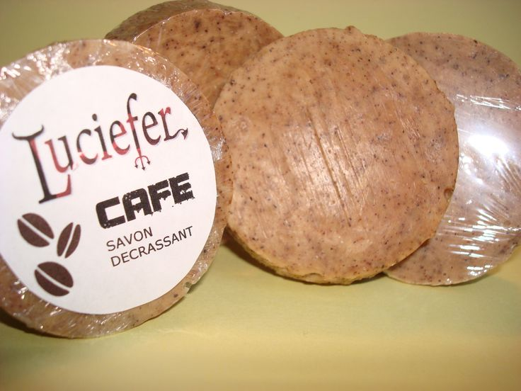 SAVON CAFE RECETTE HUILES (pour 480 g d'huile) 100 g huile de coco 280 g huile de palme 100 g huile d'olive NAOH (à calculer) g soude (surgraissage 7%) 150 ml de café fort AJOUTS 2 càs lait de coco 15 ml huile d'amande douce 50 g marc de café séché 1...